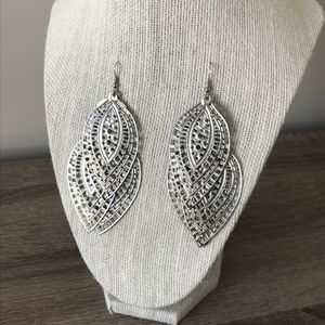 Jewelry - Silvertone Necklace and Earring Set